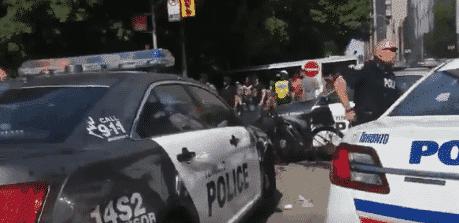 Des coups de feu et des blessés pendant la parade à Toronto