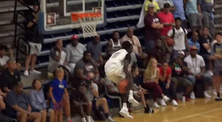 Jimma Gatwech, le lycéen qui claque des dunks insensés en match