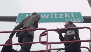 Classe : Dirk Nowitzki inaugure la rue à son nom à Dallas