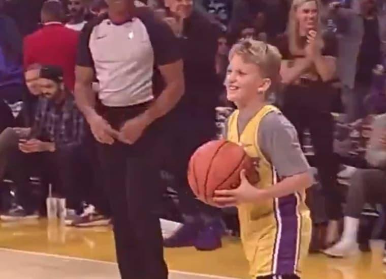 Un gamin vole la vedette aux Lakers !