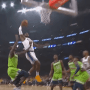 LeBron insulte le temps qui passe sur cet énorme dunk