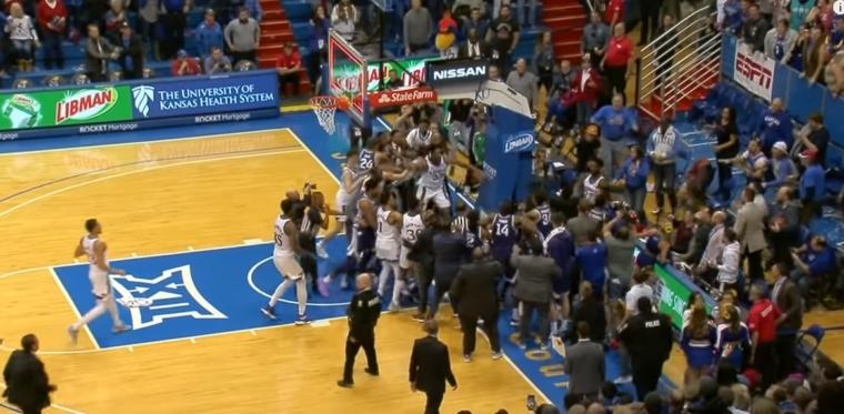 Une bagarre générale éclate à la fin de Kansas – Kansas State !