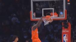 Tellement puissant, Zion a tordu le panier sur un dunk