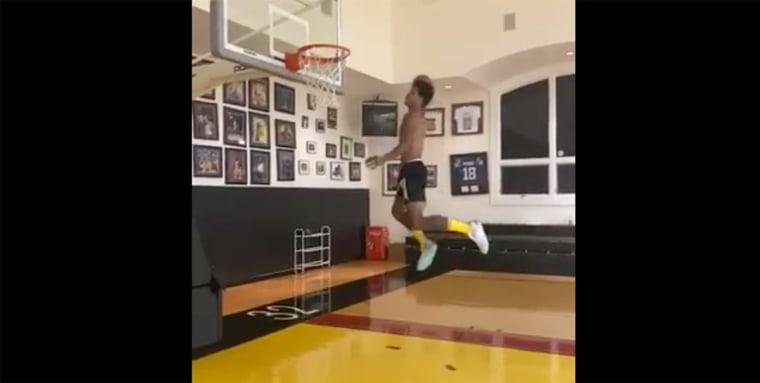 Shareef O'Neal place des dunks monstrueux… à la maison