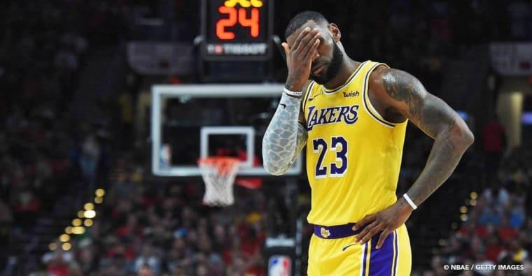 LeBron James averti par la patrouille pour flopping…
