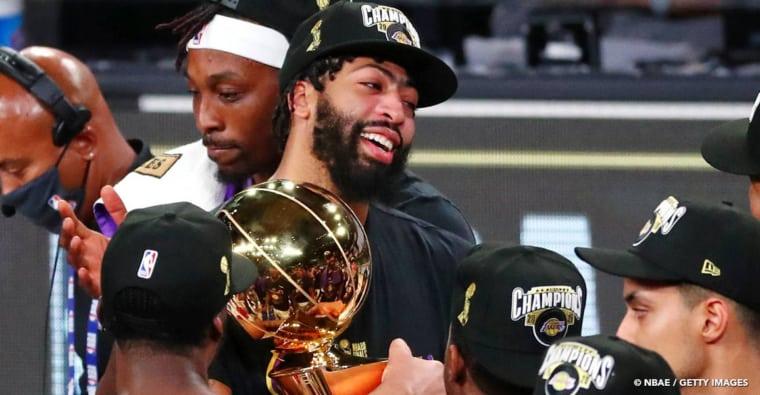 Anthony Davis, «le pleurnichard» bien chambré par LeBron James
