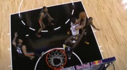 Stephen Curry rentre un tir acrobatique complètement dingue, les Spurs dépités !