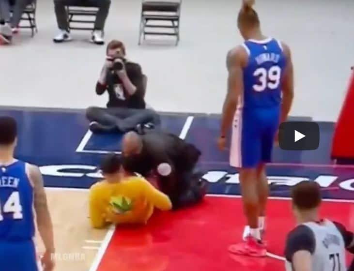 Encore un fan qui dérape en NBA, prochaine étapeun streaker à poil?
