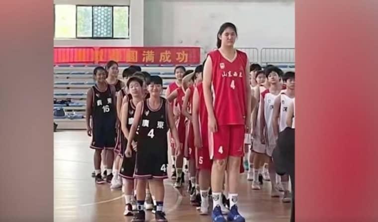 Zhang Ziyu, 14 ans et 2,26m, le nouvel espoir de la Chine
