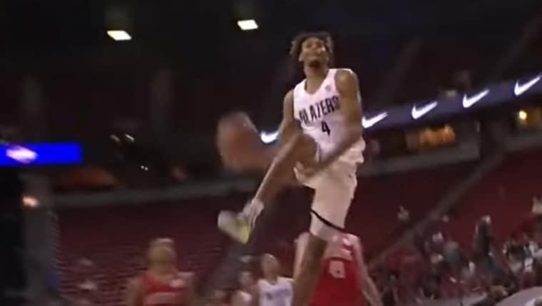 Ce dunk de Greg Brown a hypé LeBron James