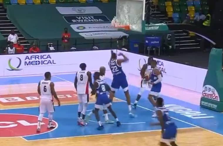 Walter Tavares brise un panneau après un dunk à l'Afrobasket !